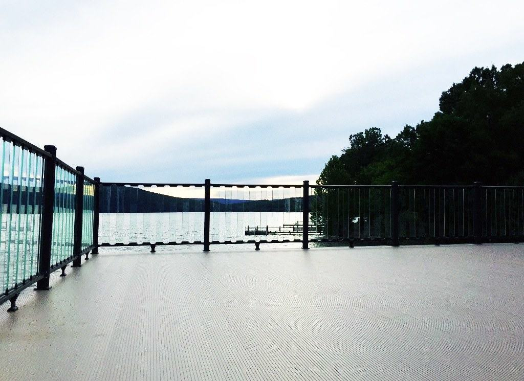 wahoo glass boat dock railing 01